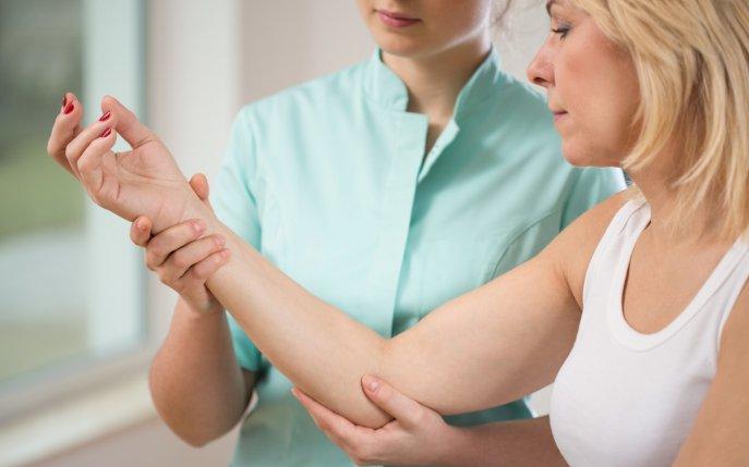 durere în articulația mâinii după antrenament)