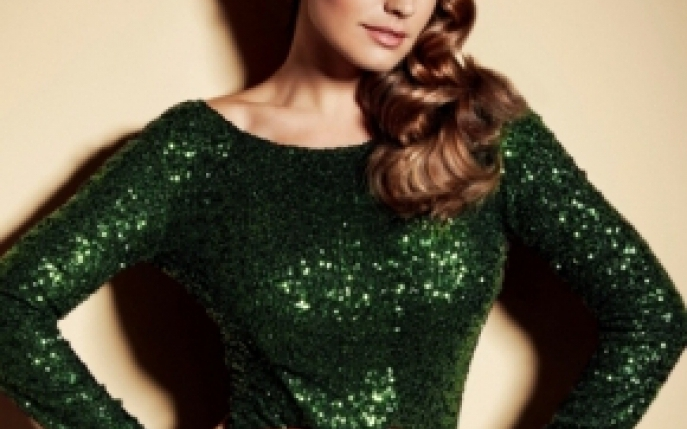 Kelly Brook este imaginea noii linii Partywear by New Look