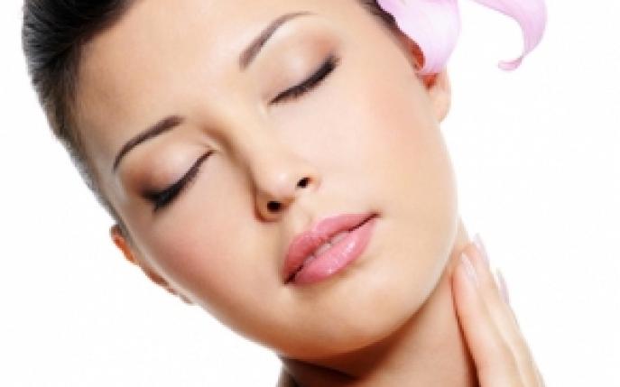 Ai gatul inflamat? 8 remedii naturiste pentru durerile de gat