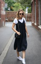 Slip dress și tricou