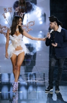 Alessandra Ambrosio si The Weeknd