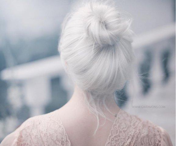 Blond alb