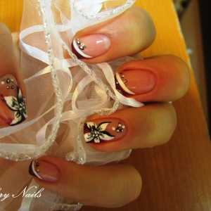 Unghii pictate cu floricele by Flory Nails