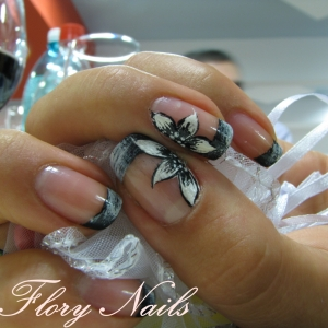 Unghii French cu pictura by Flory Nails