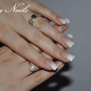 Poze unghii cu gel french alb