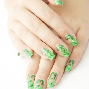 Model Unghii Cu Sclipici Verde